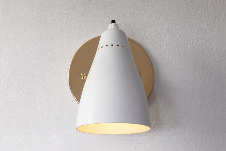 Mid-Century Modern Pair of White 1950s Giuseppe Ostuni Articulating Sconces for O-Luce For Sale