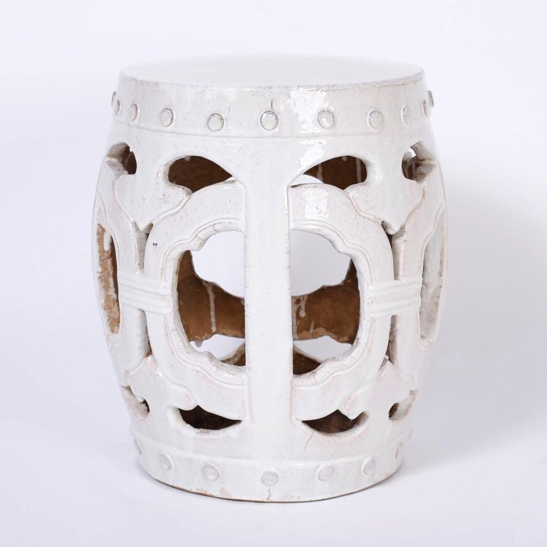 Pair of White Chinese Garden Seats In Good Condition For Sale In Palm Beach, FL
