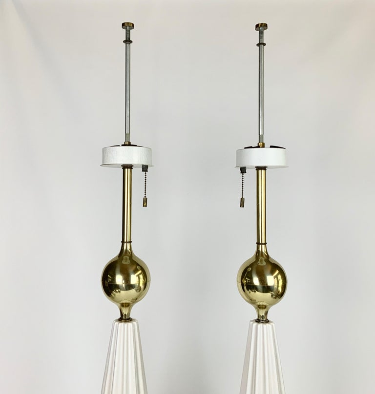 Pair of White Mid-Century Modern Gerald Thurston Table Lamps For Sale 4