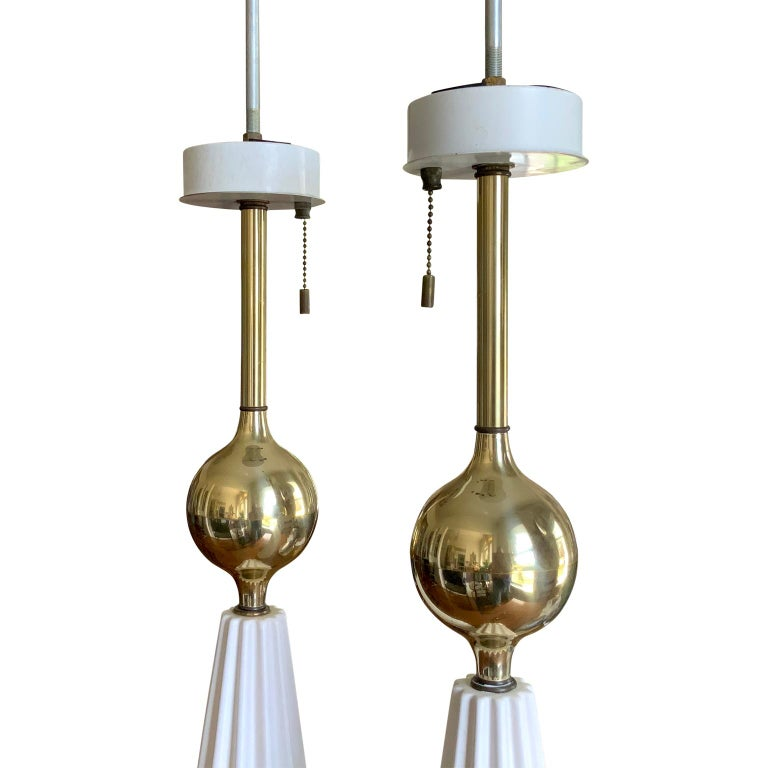 Pair of White Mid-Century Modern Gerald Thurston Table Lamps In Good Condition For Sale In Haddonfield, NJ