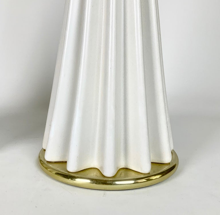 Brass Pair of White Mid-Century Modern Gerald Thurston Table Lamps For Sale