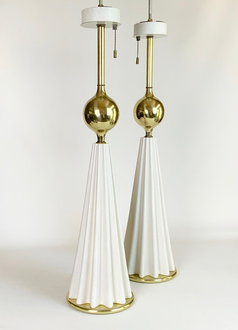 Pair of White Mid-Century Modern Gerald Thurston Table Lamps For Sale 2