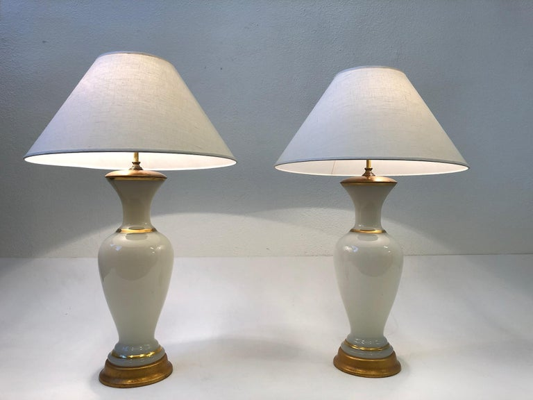 Mid-Century Modern Pair of White Murano Glass and Brass Table Lamps by Marbro For Sale