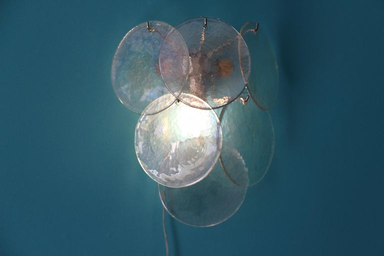 Pair of White Murano Glass Sconces, Iridescent and Pearly Disks In Excellent Condition For Sale In Saint-Ouen, FR