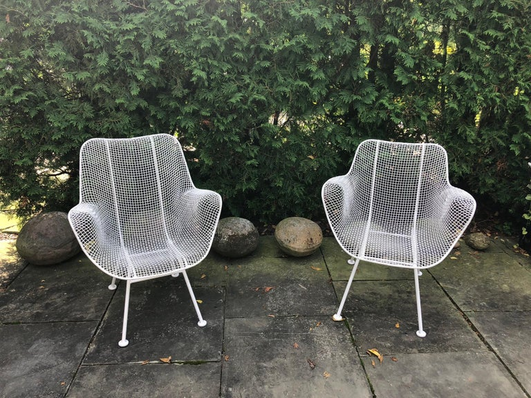 Mid-Century Modern Pair of White Patio Chairs For Sale