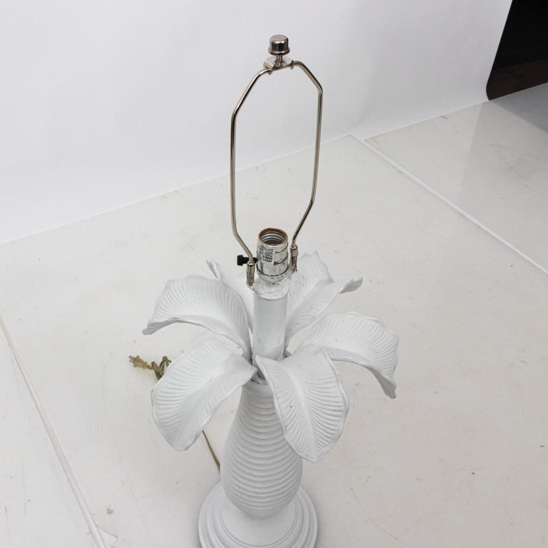 Pair of White Plaster Palm Table Lamps In Good Condition For Sale In Stamford, CT