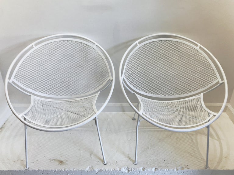 Pair of White Salterini Radar/Hoop Chairs by Maurizio Tempestini, Restored In Good Condition For Sale In West Palm Beach, FL
