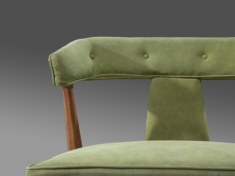 Mid-Century Modern Pair of Wide American Lounge Chairs in Beech and Green Upholstery For Sale