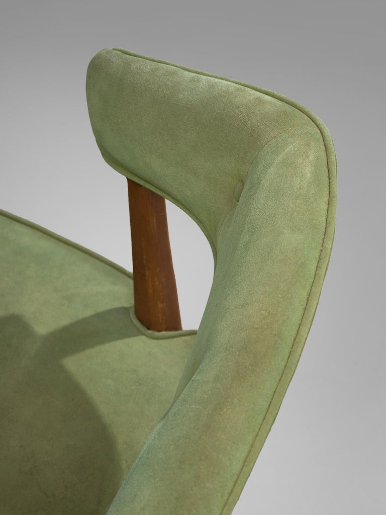 Pair of Wide American Lounge Chairs in Beech and Green Upholstery For Sale 1