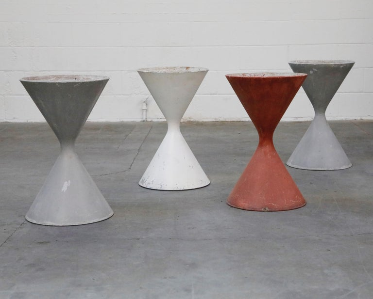 Modern Pair of Willy Guhl for Eternit 'Diablo' Hourglass Concrete Planters, Signed For Sale