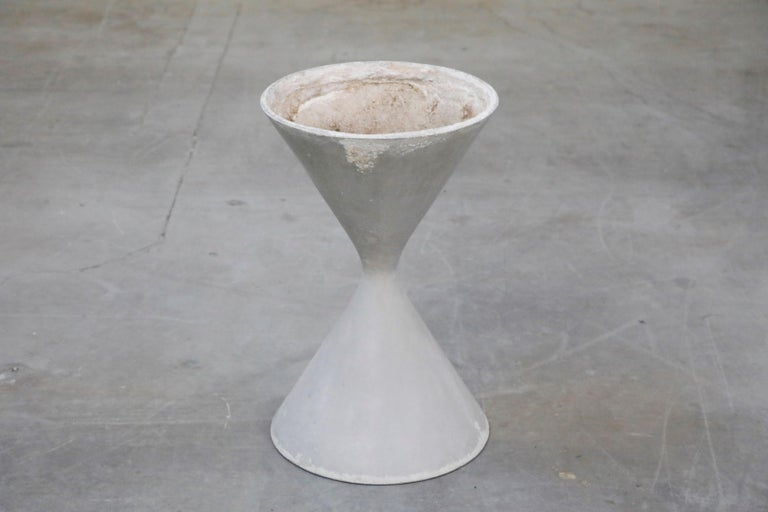 Mid-20th Century Pair of Willy Guhl for Eternit 'Diablo' Hourglass Concrete Planters, Signed For Sale