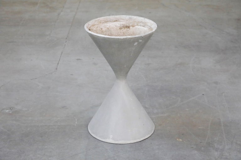 Pair of Willy Guhl for Eternit 'Diablo' Hourglass Concrete Planters, Signed For Sale 2