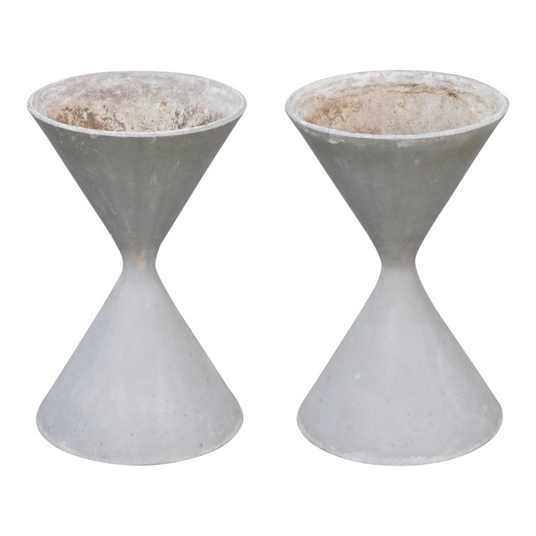 Pair of Willy Guhl for Eternit 'Diablo' Hourglass Concrete Planters, Signed For Sale