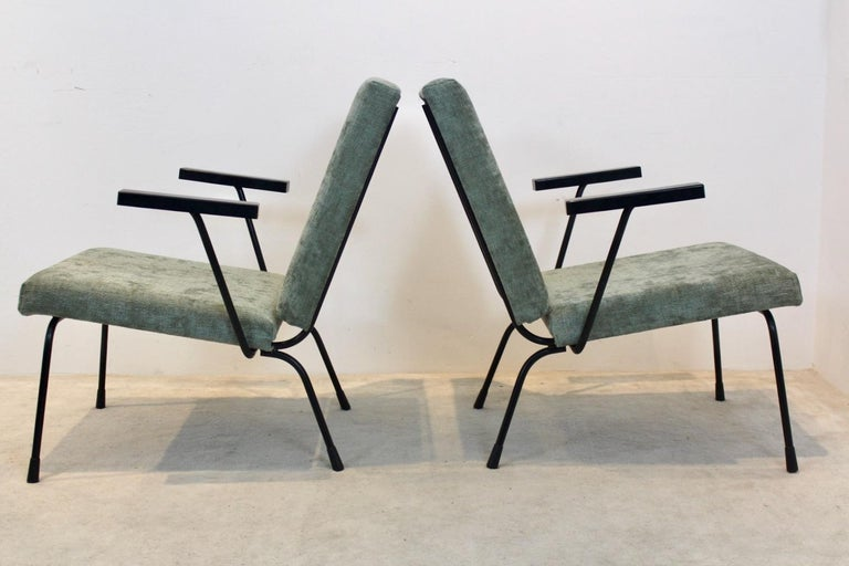 Mid-Century Modern Pair of Wim Rietveld No. 1407 Lounge Chairs for Gispen