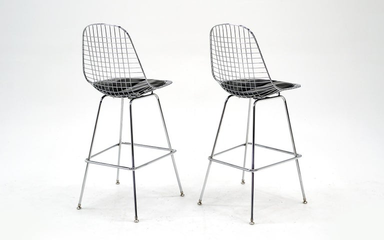 Mid-Century Modern Pair of Wire Barstools by Charles and Ray Eames, Chrome with Black Leather Pads For Sale