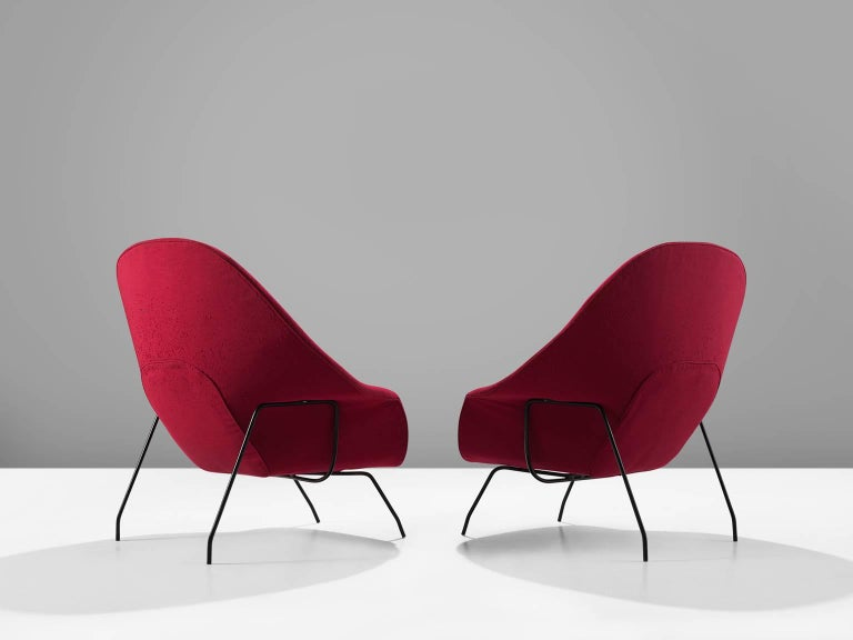 Mid-Century Modern Pair of Womb Chairs by Eero Saarinen for Knoll For Sale