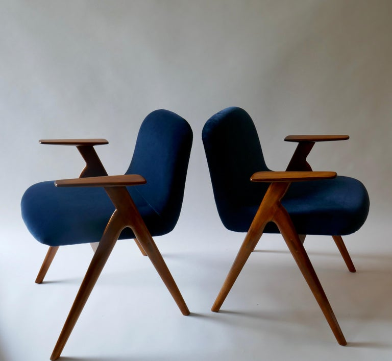 Pair of  Wood and Blue Velvet Armchairs, Italy, 1960s For Sale 3