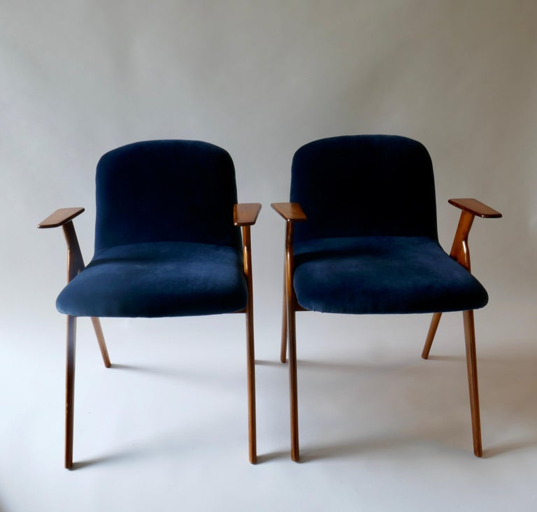 Pair of  Wood and Blue Velvet Armchairs, Italy, 1960s For Sale 4