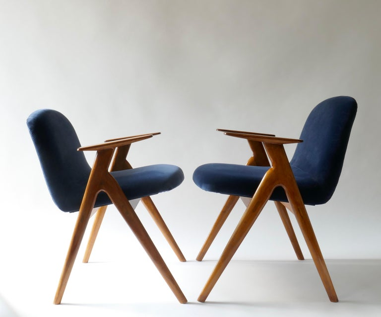 Mid-Century Modern Pair of  Wood and Blue Velvet Armchairs, Italy, 1960s For Sale