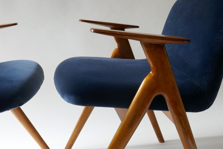 Italian Pair of  Wood and Blue Velvet Armchairs, Italy, 1960s For Sale