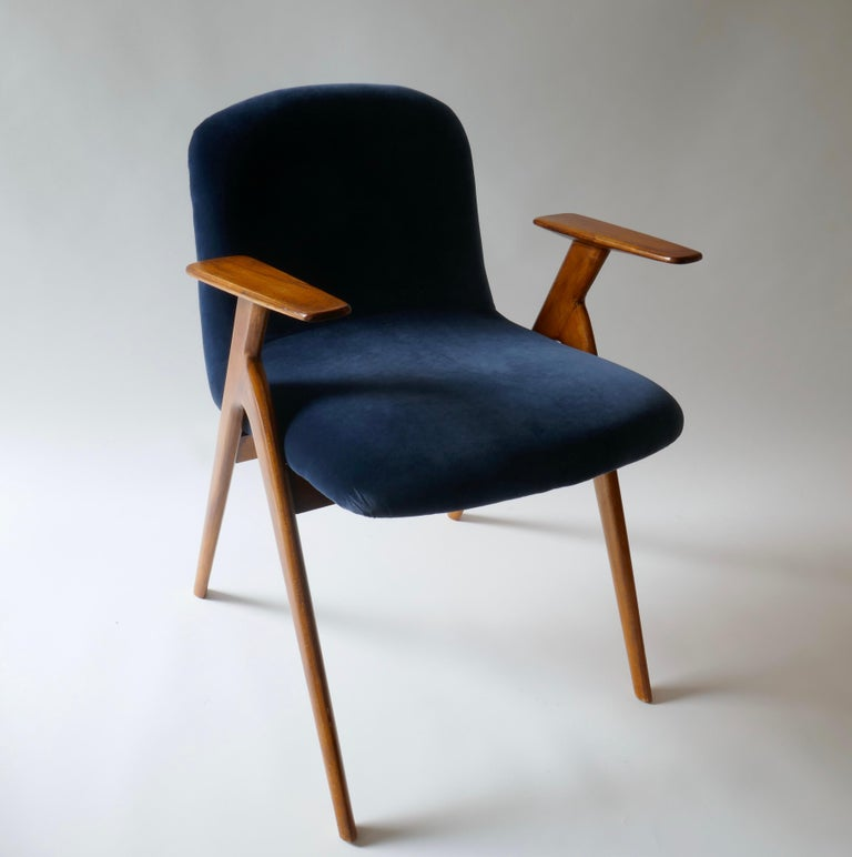 Pair of  Wood and Blue Velvet Armchairs, Italy, 1960s In Good Condition For Sale In London, GB