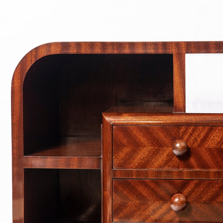 Pair of Wood Nightstands, Art Deco Period, France, circa 1940 In Good Condition For Sale In Buenos Aires, Buenos Aires