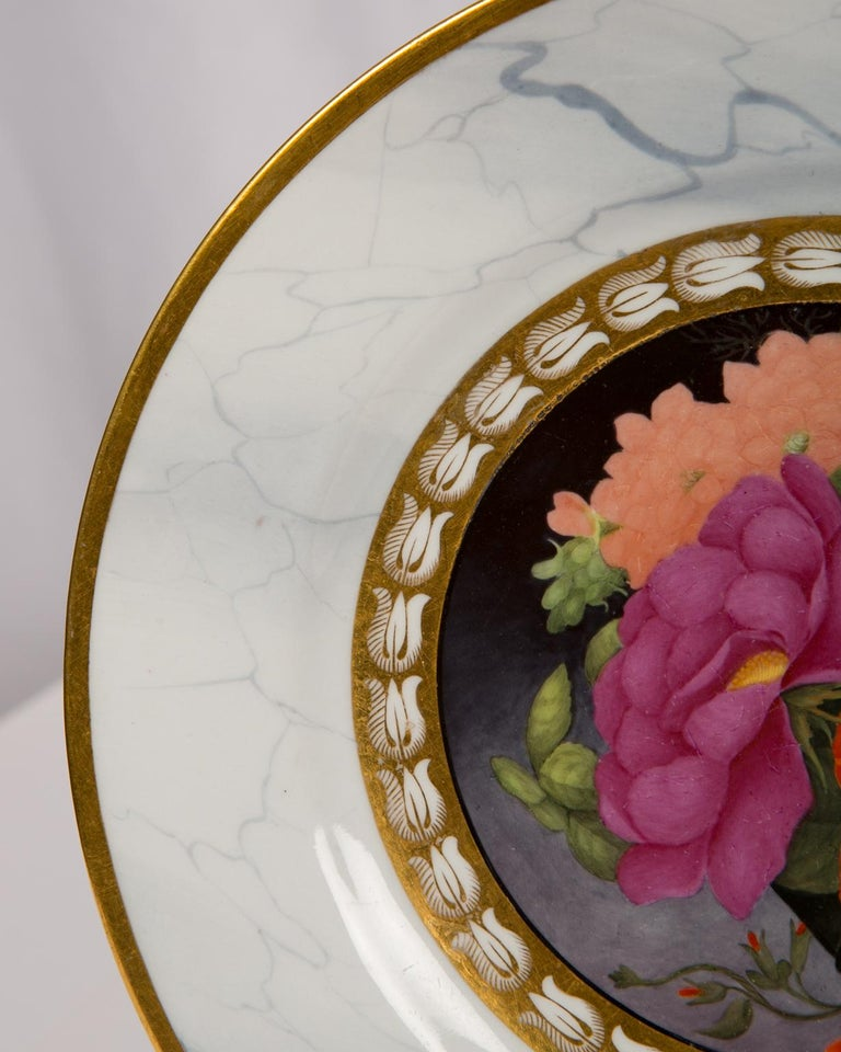 English Pair of Worcester Marbled Plates with Flowers Made in England circa 1810 For Sale