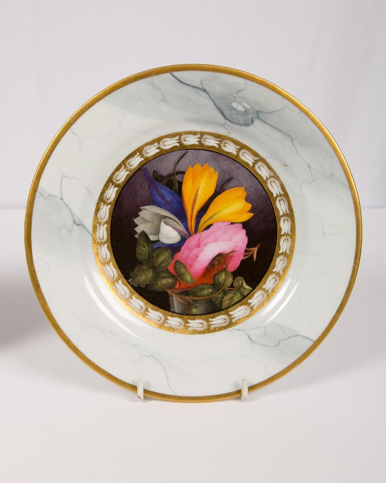Early 19th Century Pair of Worcester Marbled Plates with Flowers Made in England circa 1810 For Sale