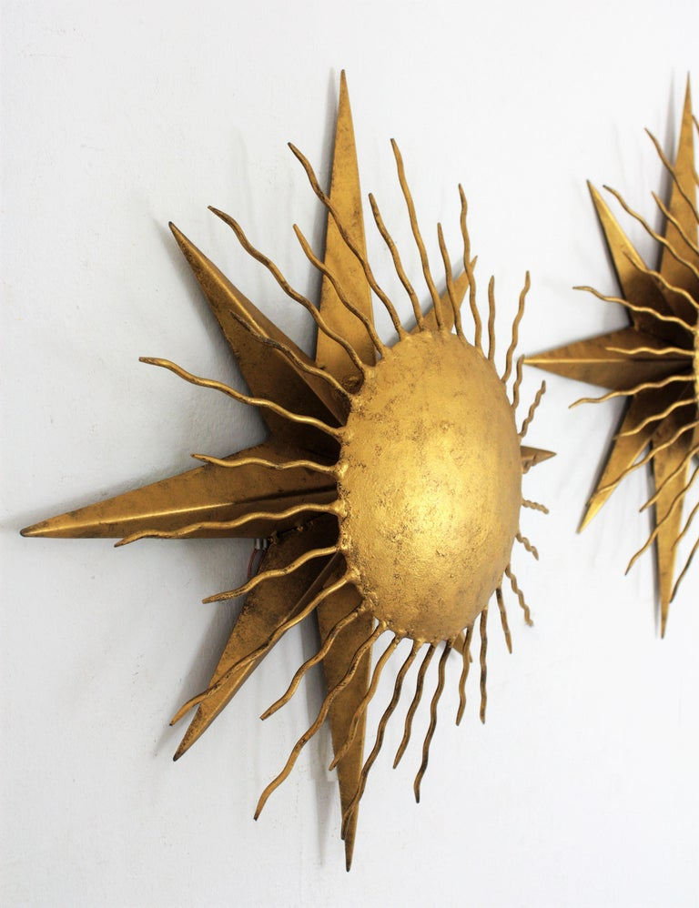 Pair of Wrought Gilt Iron Starburst Sunburst Wall Light Fixtures, Spain 1950s In Excellent Condition For Sale In Barcelona, ES