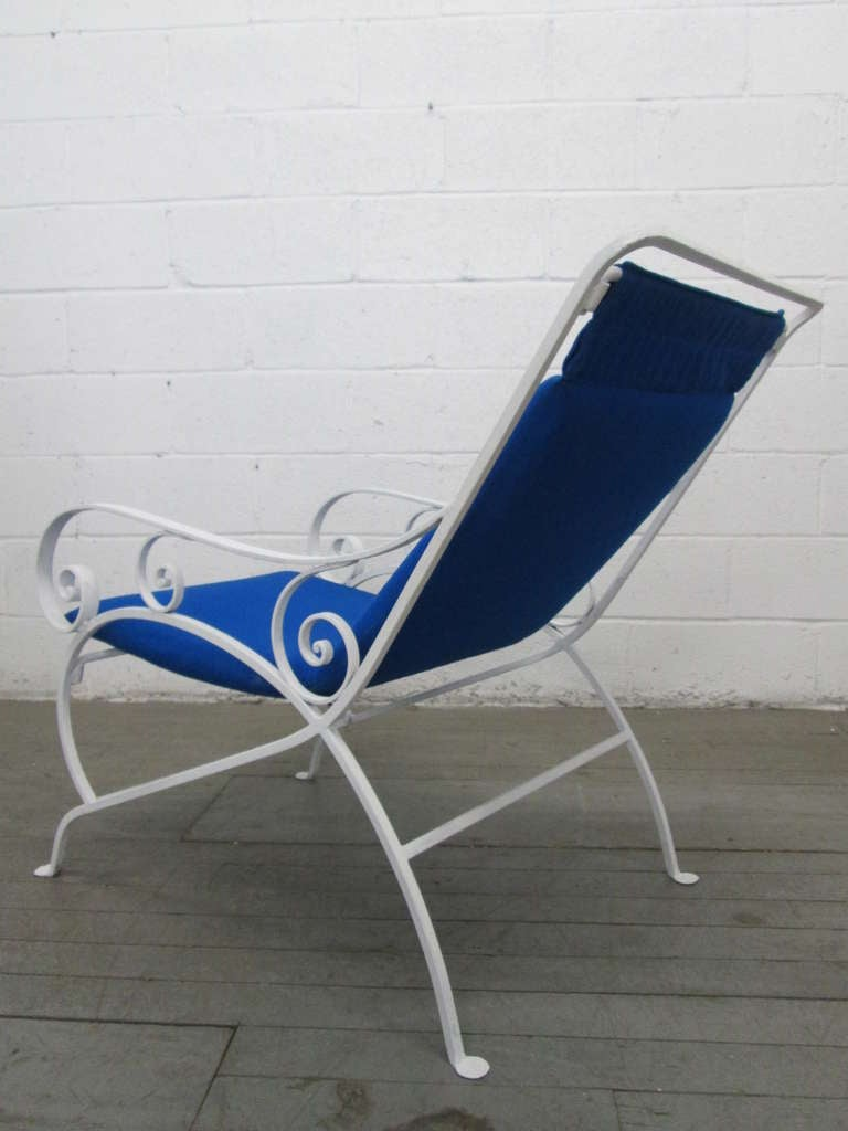 Pair of Wrought Iron Lounge Chairs In Good Condition For Sale In New York, NY