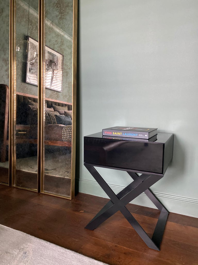 British Pair of X-Leg Bedside Table in Black Lacquered and Black Steel Legs For Sale
