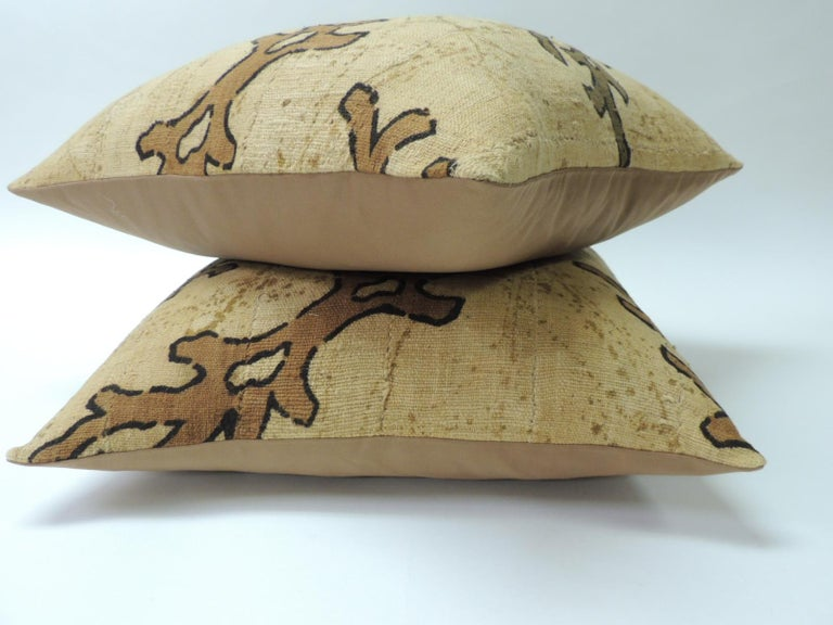Congolese Pair of Yellow and Brown African Mud Cloth Decorative Pillows For Sale
