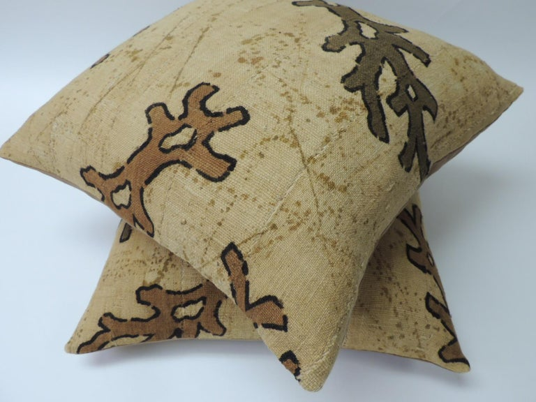 Hand-Crafted Pair of Yellow and Brown African Mud Cloth Decorative Pillows For Sale