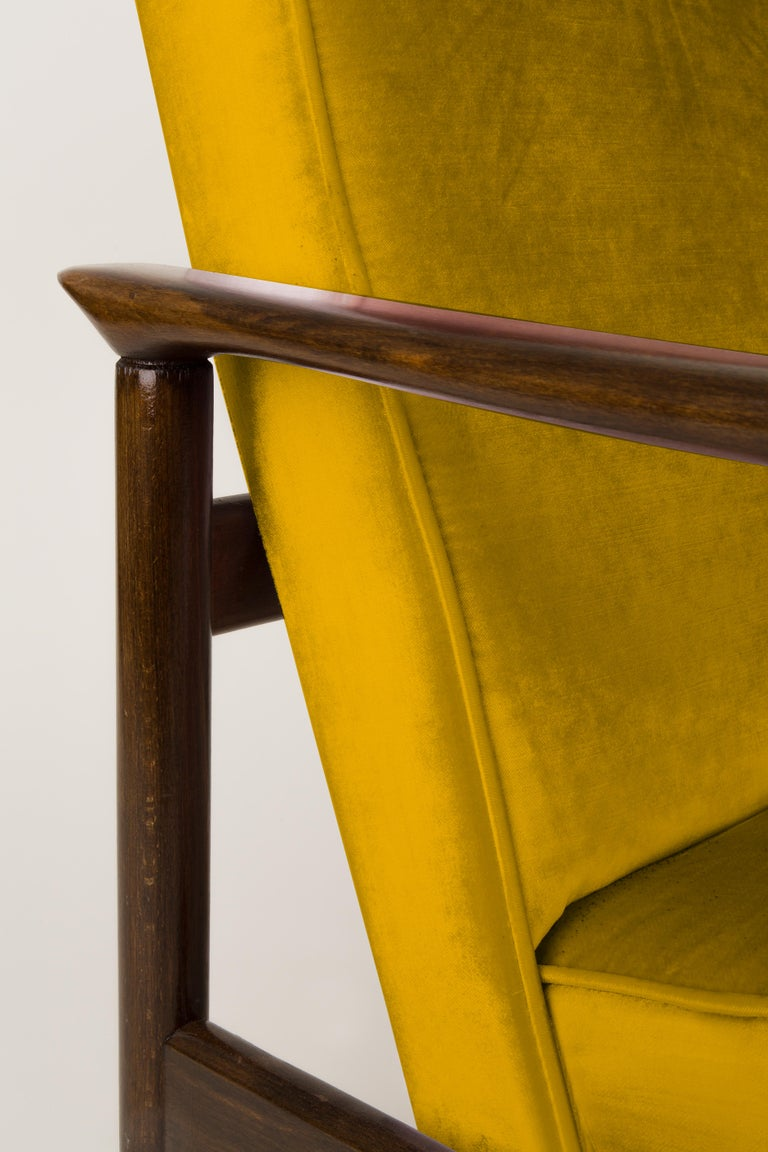 Hand-Crafted Pair of Yellow Armchairs, Edmund Homa, GFM-142, 1960s, Poland For Sale