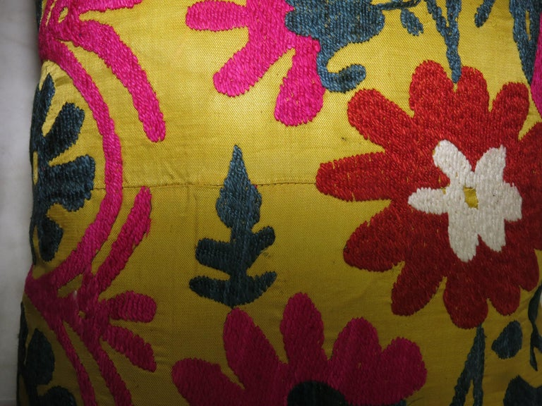 Pair of Yellow Suzanni Textile Pillows In Excellent Condition For Sale In New York, NY
