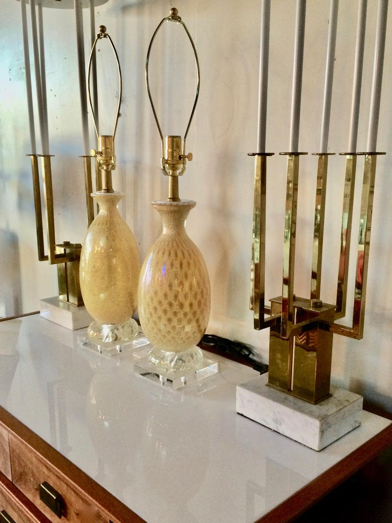 Pair of Yellow & White Murano Glass Table Lamps with Silver inclusions, 1950s  For Sale 4