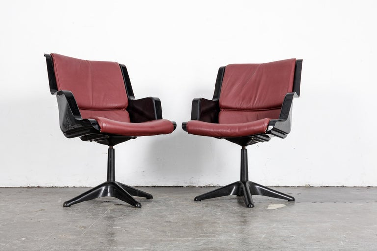 Finnish Pair of Yrjo Kukkapuro for Haimi Molded Plastic and Leather Swivel Side Chairs For Sale