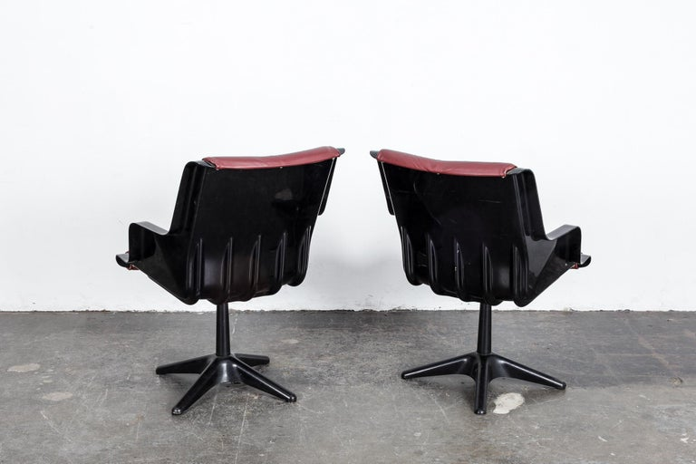 Metal Pair of Yrjo Kukkapuro for Haimi Molded Plastic and Leather Swivel Side Chairs For Sale