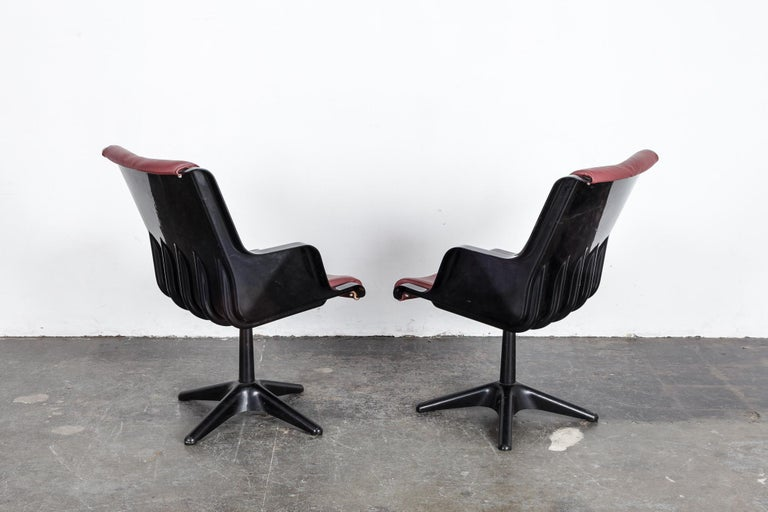 Pair of Yrjo Kukkapuro for Haimi Molded Plastic and Leather Swivel Side Chairs For Sale 2