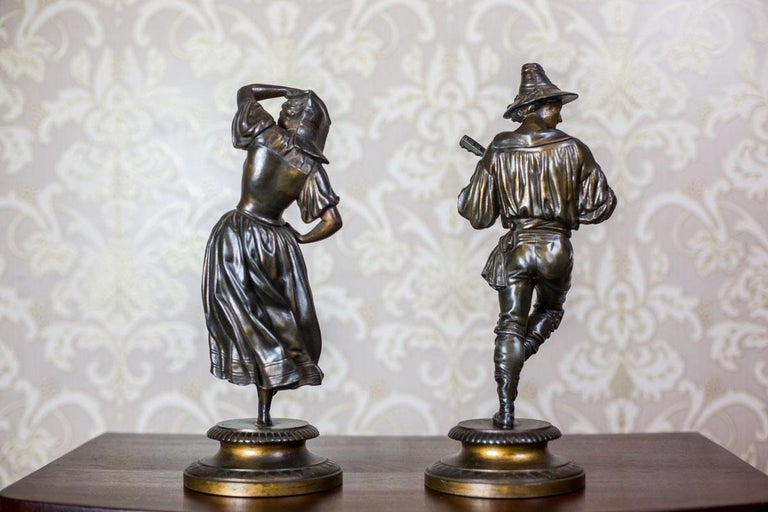 We present you this set of two figurines – a musician and a dancer – in folk costumes. Both piece of art, together with the base, are made of bronzed Zamak.  Presented items are in perfect condition and covered in patina.  The authenticity