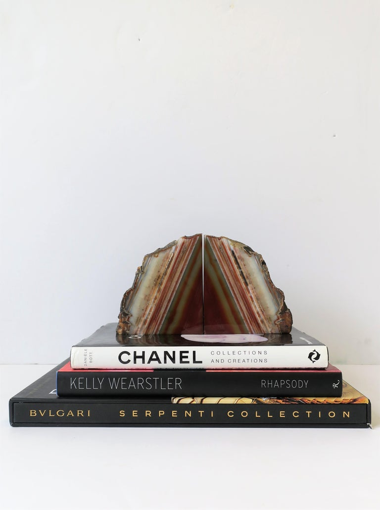 Pair Burgundy Red Onyx Marble Bookends, ca. 1970s In Good Condition For Sale In New York, NY