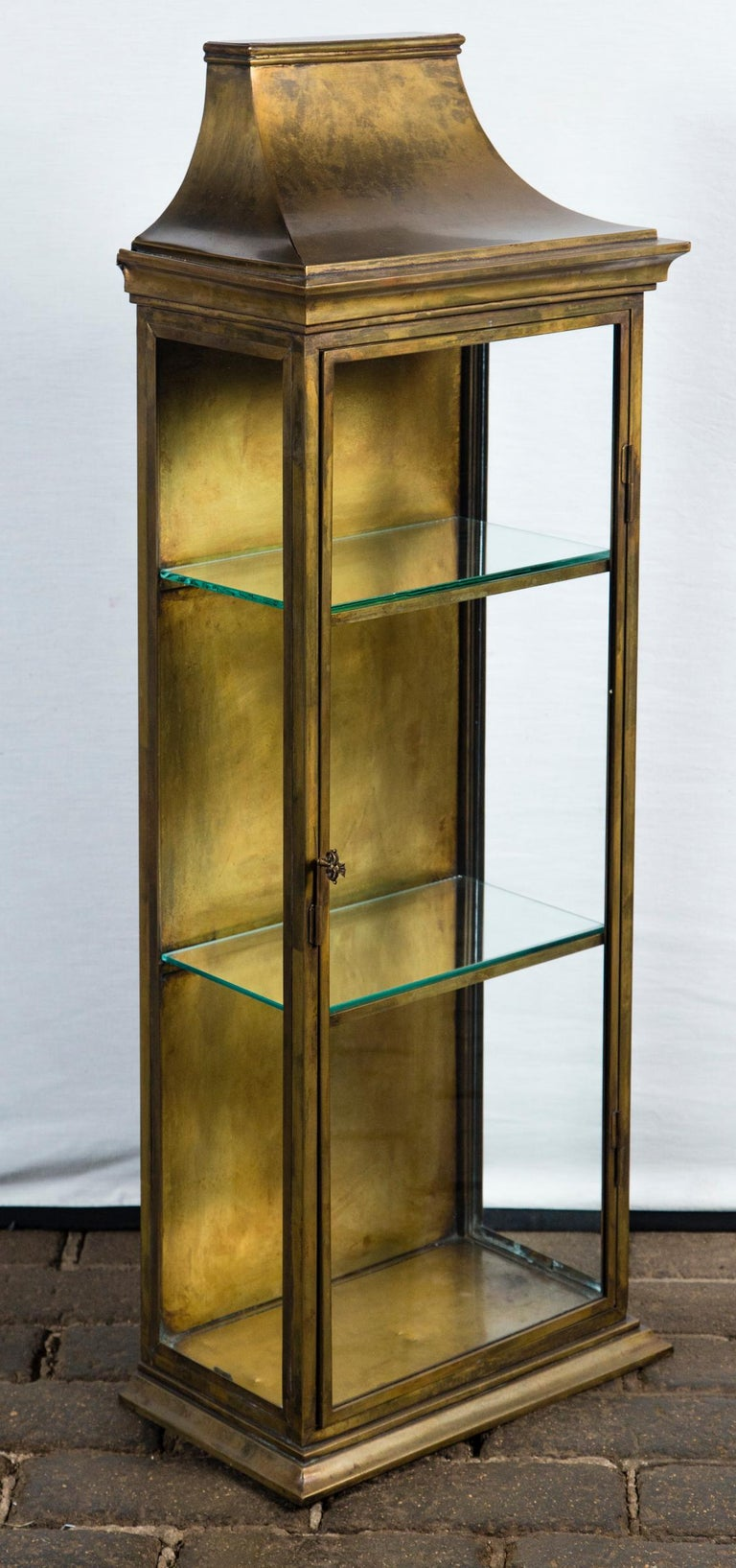 Pagoda Style Brass Vitrine In Excellent Condition For Sale In Stamford, CT