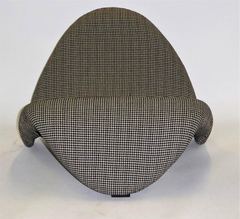 Pair of Pierre Paulin Space Age Tongue Chairs for Artifort 1960s in Houndstooth For Sale 6