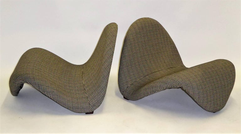 Classic Op to Pop modern lounge chairs by Pierre Paulin called the Tongue, model no. 577, designed in 1967. Made by Artifort in the Netherlands, here newly upholstered in a woven wool houndstooth in black and cream.   Measurements: 33 inches wide
