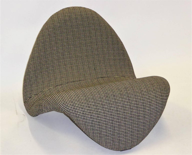 Pair of Pierre Paulin Space Age Tongue Chairs for Artifort 1960s in Houndstooth For Sale 1