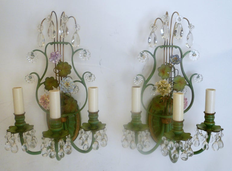 Early 20th Century Pair of Polychrome Enameled Bronze and Porcelain Flower Lyre Form Sconces For Sale
