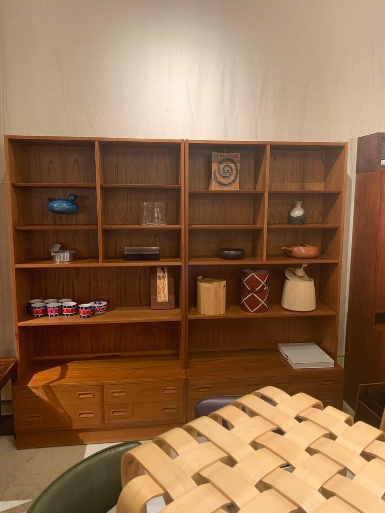 Poul Hundevad Danish Modern Teak Bookcase Shelves, 4-Drawer Chest base For Sale 3