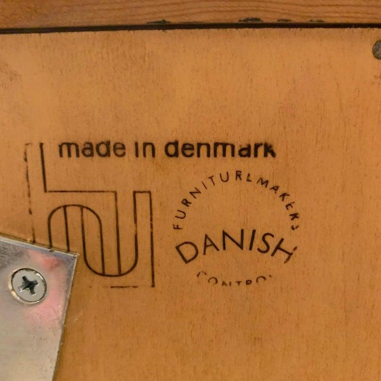 Pair Poul Hundevad Danish Modern Teak Bookcases Shelves, 4-Drawer Chest base In Good Condition For Sale In Hudson, NY