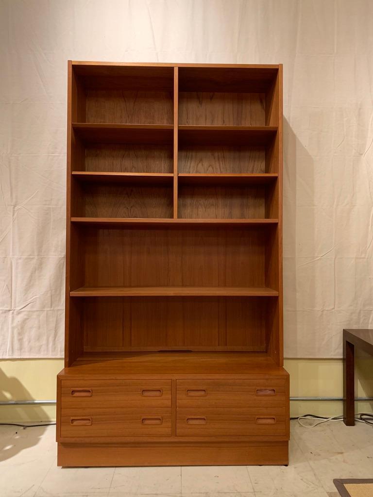 Poul Hundevad Danish Modern Teak Bookcase Shelves, 4-Drawer Chest base For Sale 1