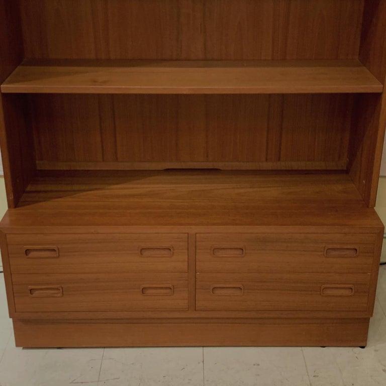 Poul Hundevad Danish Modern Teak Bookcase Shelves, 4-Drawer Chest base For Sale 2